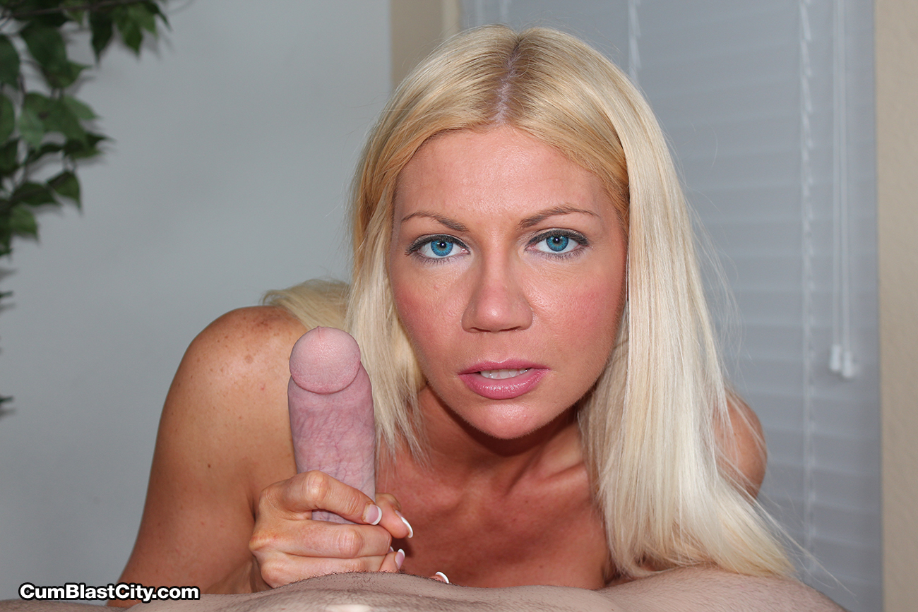 The blonde milf knows handjobs