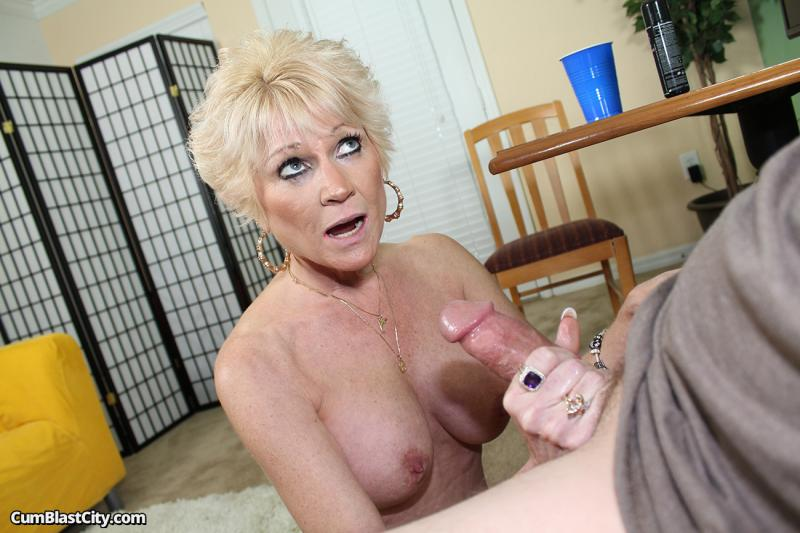 X mature moms creampie