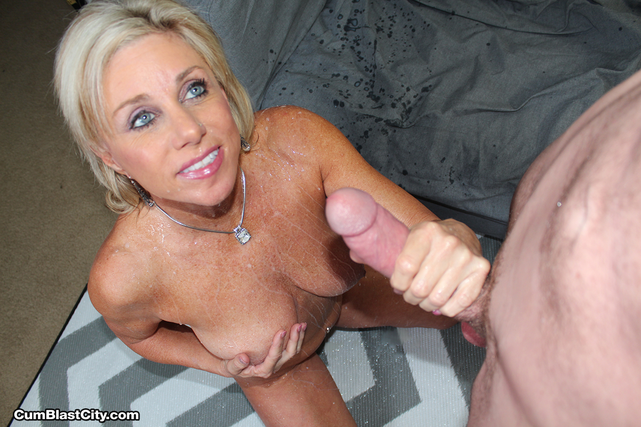 Mofos hot blonde pays for back rub