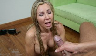 Lisa Demarco gets a cum facial