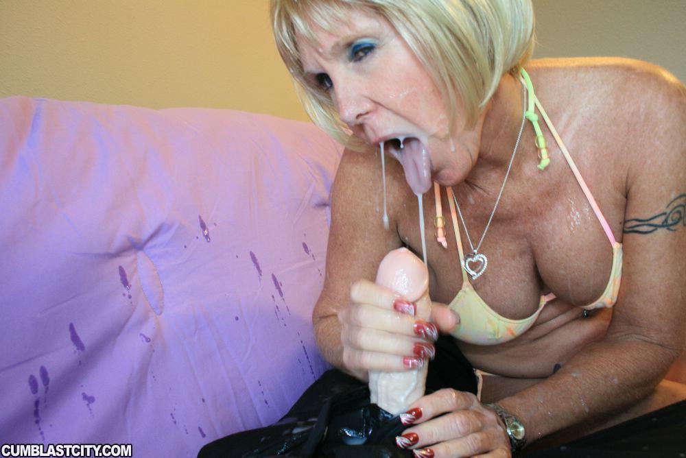 смотреть как в возрасте женщины глотают сперму - 12