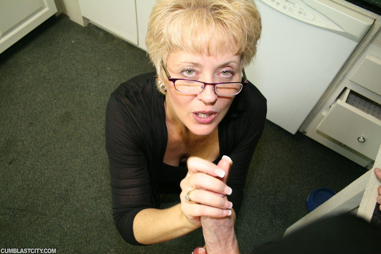 Girls deep throating cock videos