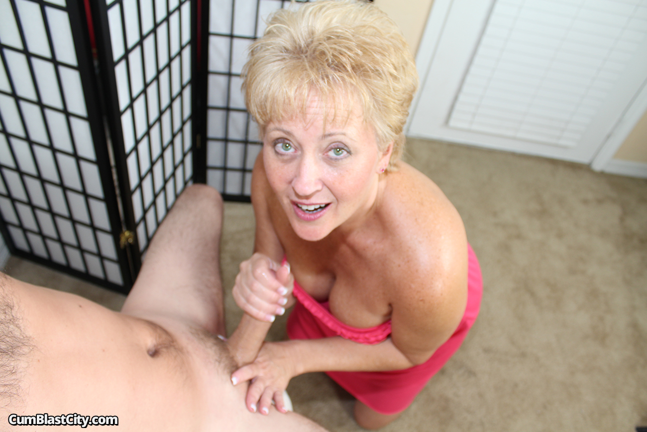 Hypnotiized pendulum orgasm