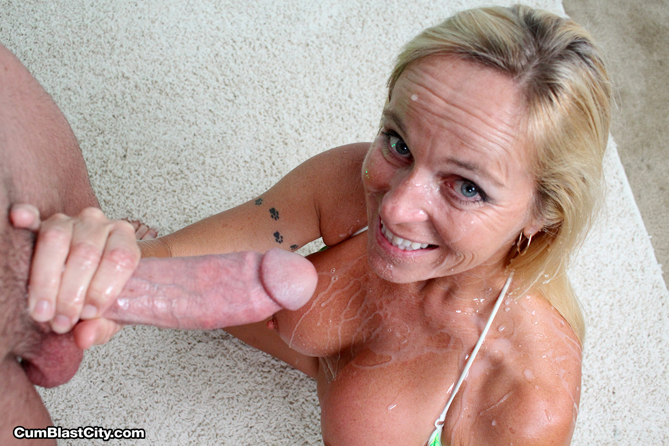 Amateur mom cum shot